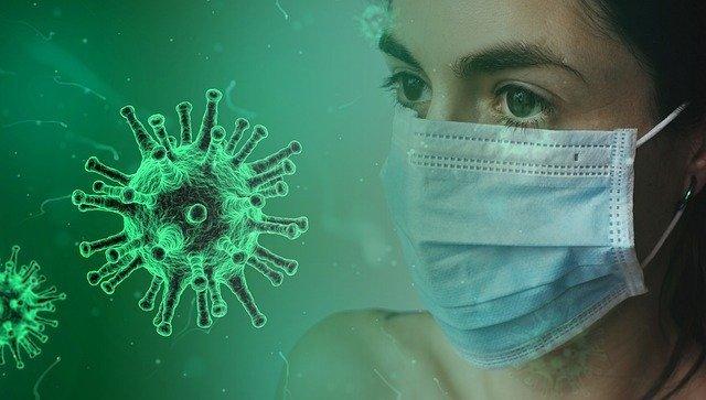 mujer del mundo con una mascarilla puesta como prevención al coronavirus