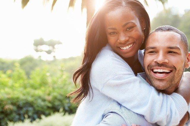 Hombre y mujer en una relación de pareja