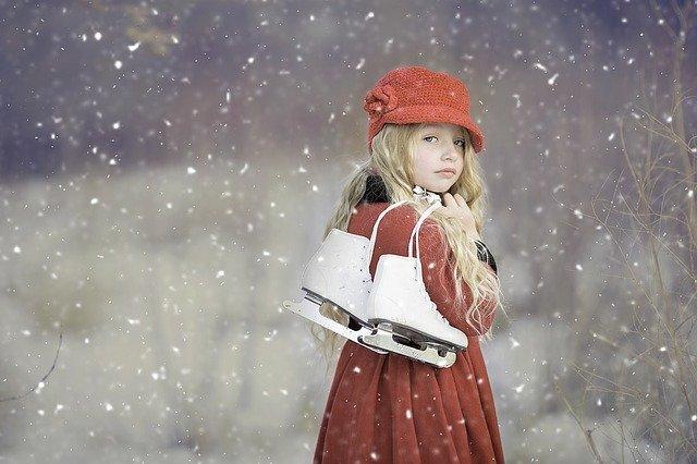 niña de 8 años con patines
