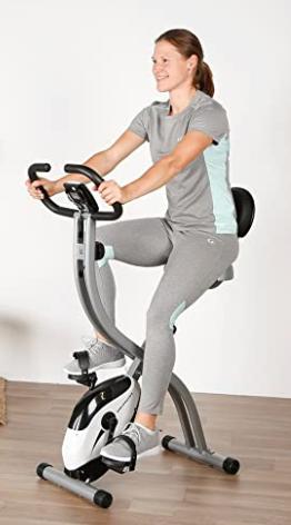 mujer utilizando bicicletas estáticas marca Ultrasport F-Bije en su casa