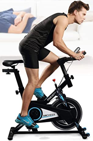 chico utilizando una bici estática de la marca proun