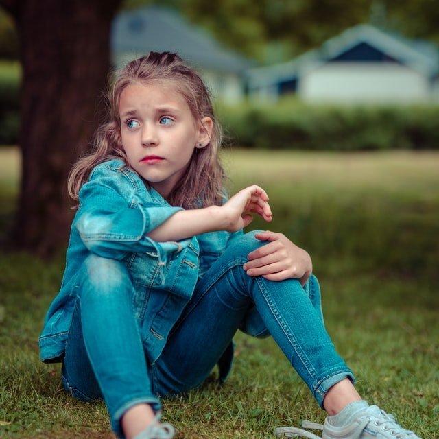 niña triste en su proceso de duelo