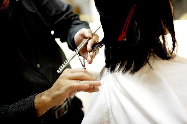 cortarse las puntas es necesario para que te crezca más el pelo