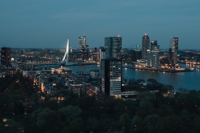 ciudad de Rotterdam: donde se están haciendo estudios de la felicidad de sus ciudadanos