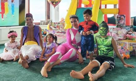 los hijos de Cristiano Ronaldo con el y su pareja