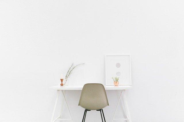 mesa de escritorio dedicada a estudiar para aumentar la concentración
