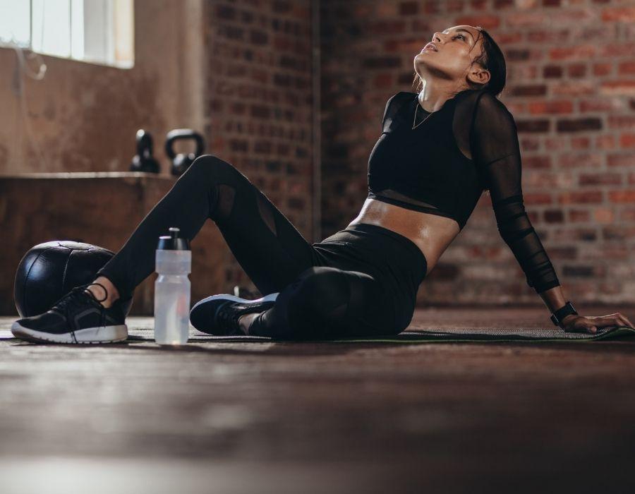 mujer que se le retrasa el ciclo mestrual por hacer ejercicios demasiado intensos
