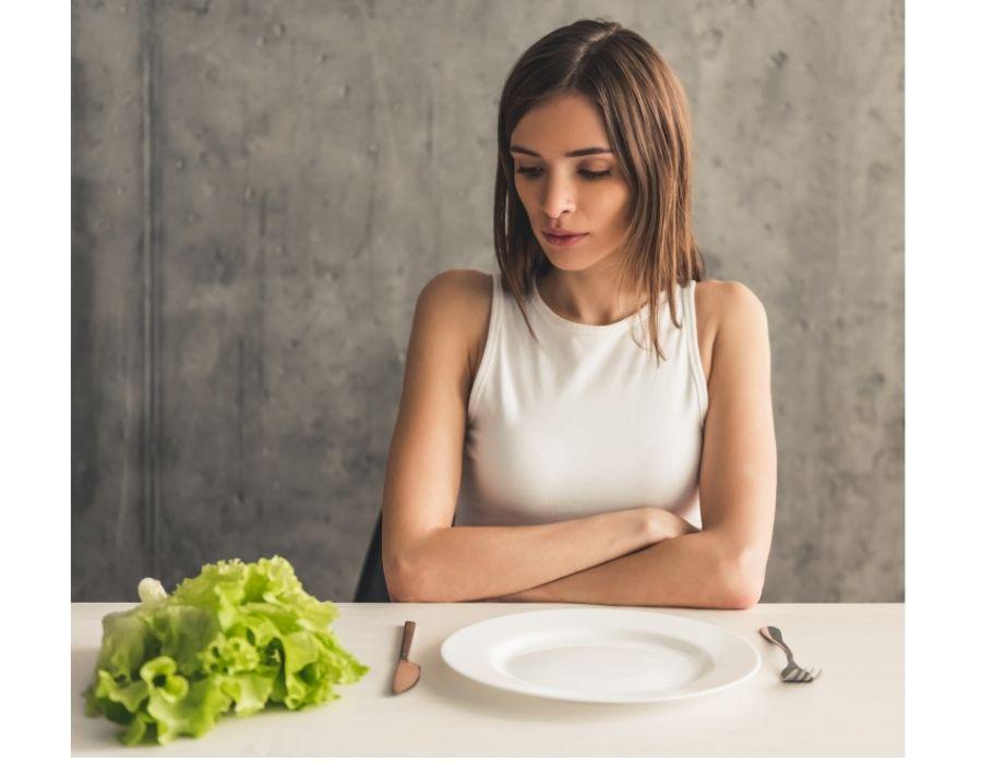 chica a la que se le retrasa el ciclo menstrual por tener un trastorno alimentario
