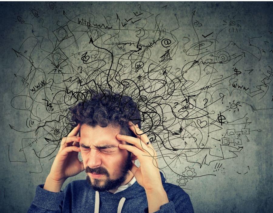 el estrés es uno de los factores claves para distinguir un dolor de cabeza de una migraña